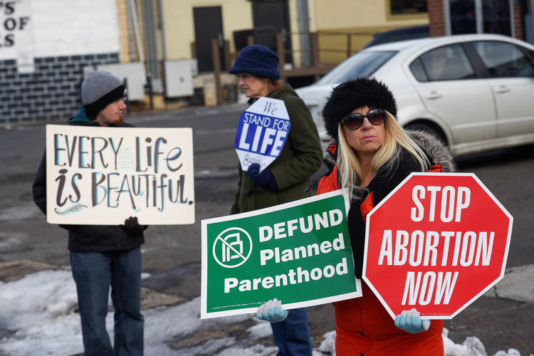 Pro-Lifers protest abortions