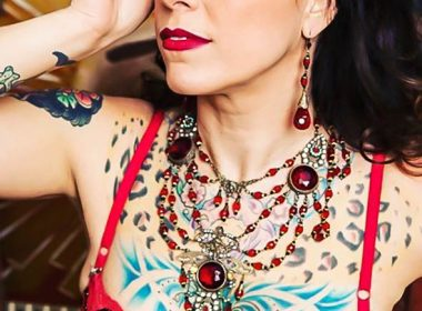 American Pickers Star Danielle Colby Breaks the Internet With THESE Photos